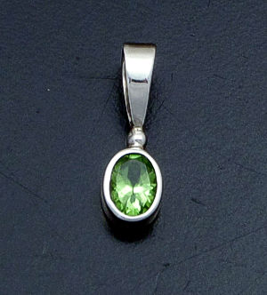 acleoni - Small Faceted Peridot & Sterling Silver Oval Pendant #18305A $60.00