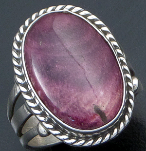 Linda Yazzie (Navajo) - Oval Purple Spiny Oyster Shell & Sterling Silver Ring #29156B Size 9 $110.00